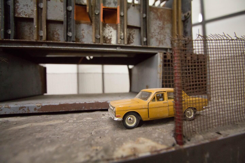 Galerie Benjamin Eck München Jonas Anicas, Man at Work, 2017, Various materials, 100 x 70 x 55 cm