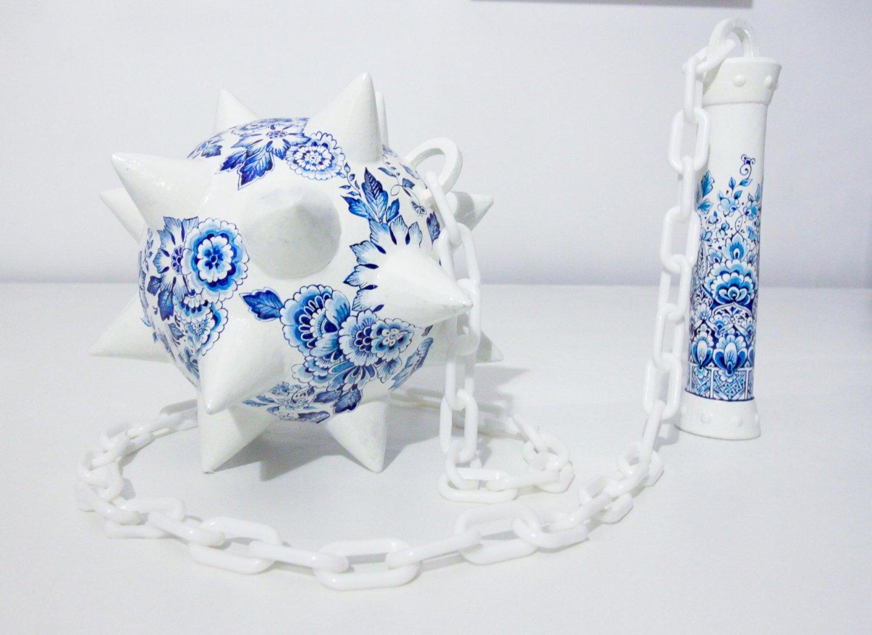 Galerie Benjamin Eck München   Handbemalte Skulptur aus Polyurethan und Metall