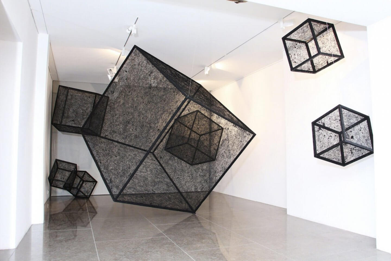Galerie Benjamin Eck München Holz, Acrylfarbe, Faden