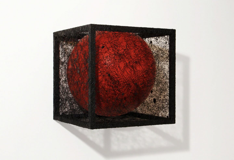 Galerie Benjamin Eck München Holz, Acrylfarbe, Faden, Ballon