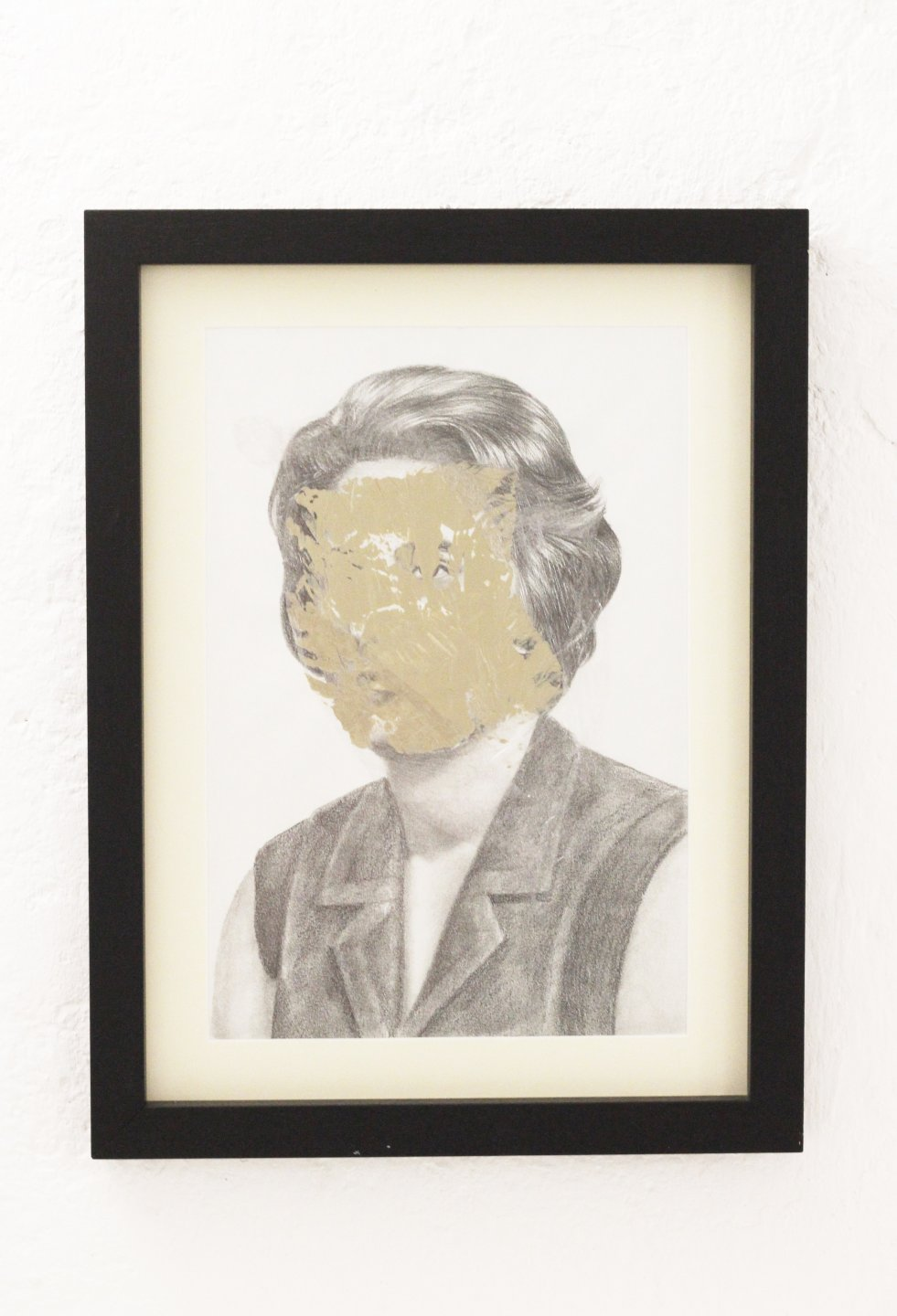 Galerie Benjamin Eck München CATARINA MANTERO 'Mask II', graphite, acrylic and cellophane on paper, 42cm x 30cm, 2015