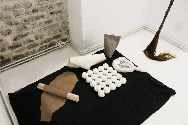 Galerie Benjamin Eck München ZSOFIA KOLLAR 'Grey Creature', leather, cow fur, 25cm x 17cm x 16cm, 2017
